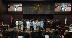 Saksi ketika disumpah di depan Hakim MK