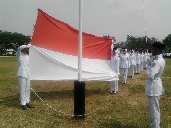 Anggota Paskibra Kecamatan Merbau saat mengibarkan bendera merah putih pada HUT RI Ke 74 tahun 2019
