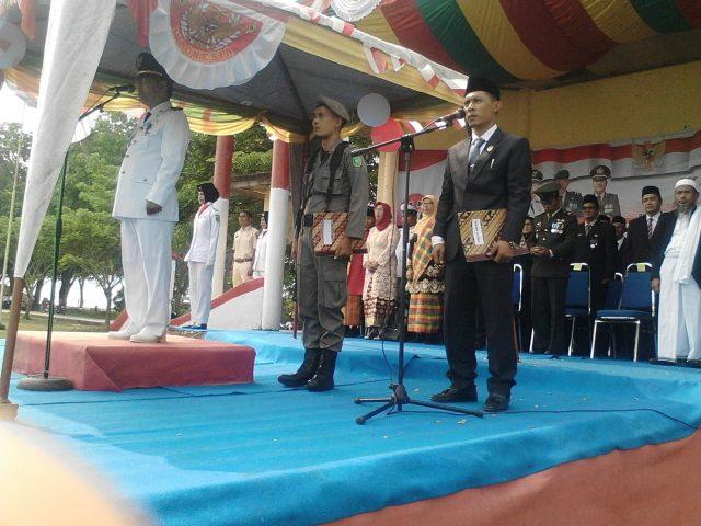 Camat Merbau, Wan Fakhriarmi, S.Sos saat menjadi inspektur upacara HUT RI Ke 74 di Kecamatan Merbau