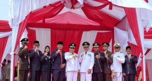 Foto bersama Bupati Meranti, Drs H Irwan, MSi, Wakil Ketua DPRD Meranti, DR Taufikurrahman, MSi dan pejabat Pemkab Meranti lainnya usai Upacara bendera